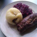 Rinderrouladen: Das Ergebnis mit Kartoffelknödel und Blaukraut