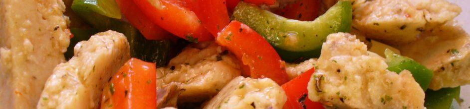 Fertiger Semmelknödelsalat mit Rindfleisch und Gemüse