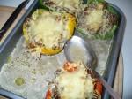 Die fertigen gefüllten Paprika