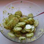 Fertiger Gurkensalat mit Schnittlauch